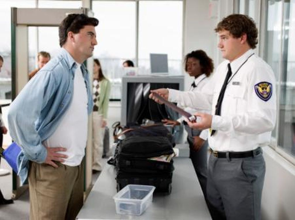 Ragam Kelakuan Turis di Bandara: Bugil hingga Mabuk Viagra