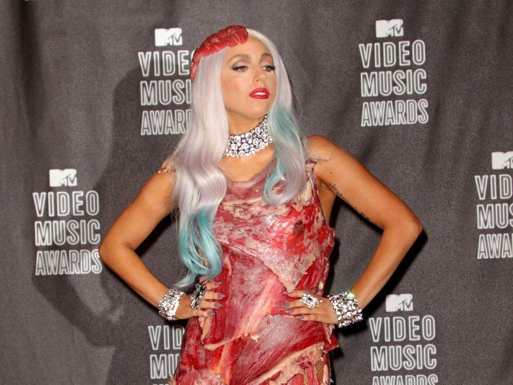 Lady Gaga Tinggalkan Baju Daging yang Menghebohkan, Ini Alasannya