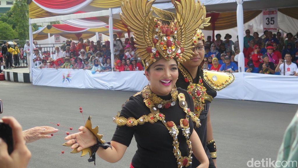 Hamil 7 Bulan, Ashanty Tetap Tampil Maksimal di Jember Fashion Carnaval 2016