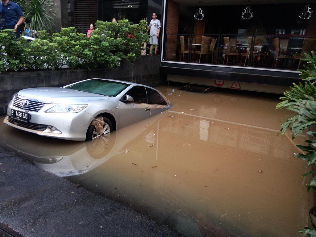 7 Ancaman Masalah Mobil Setelah Terendam Banjir