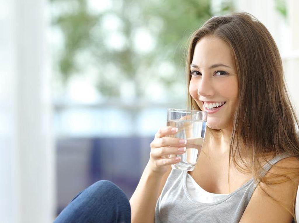 Wanita Sebaiknya Minum Lebih Banyak Air untuk Mencegah Infeksi Saluran Kemih