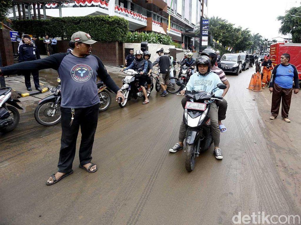 Jalan Kemang Raya Masih Ditutup