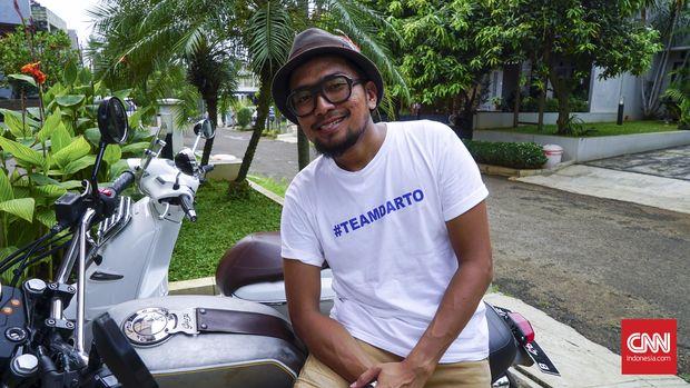 Penyiar radio, pembawa acara sekaligus alih suara, Imam Darto. (CNN Indonesia/M. Andika Putra)
