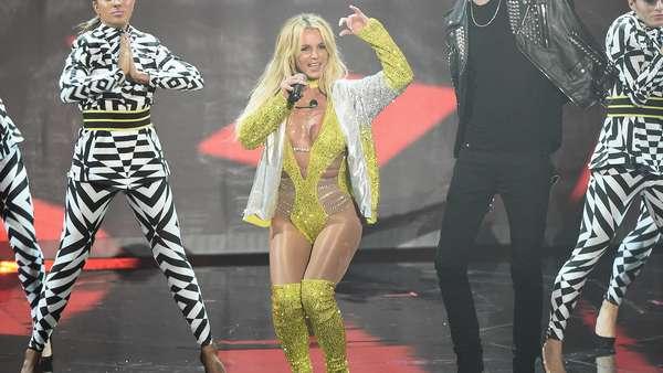 Britney Spears Panaskan Panggung MTV VMA 2016