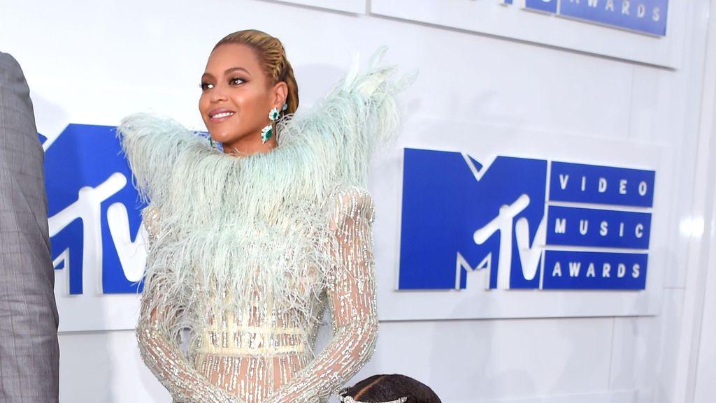 Cerita Winnie Mischka Aoki Rancang Gaun untuk Putri Beyonce