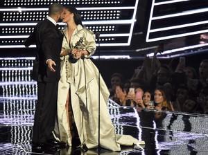 Drake dan Rihanna Pamer Kemesraan di Miami
