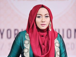 Profil Anniesa Hasibuan Istri Bos First Travel yang Diciduk Polisi