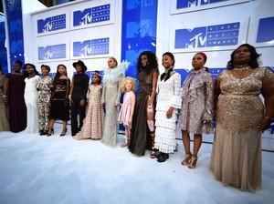 Gandeng Ibu-ibu, Beyonce Buat Pernyataan Politik di MTV VMA 2016