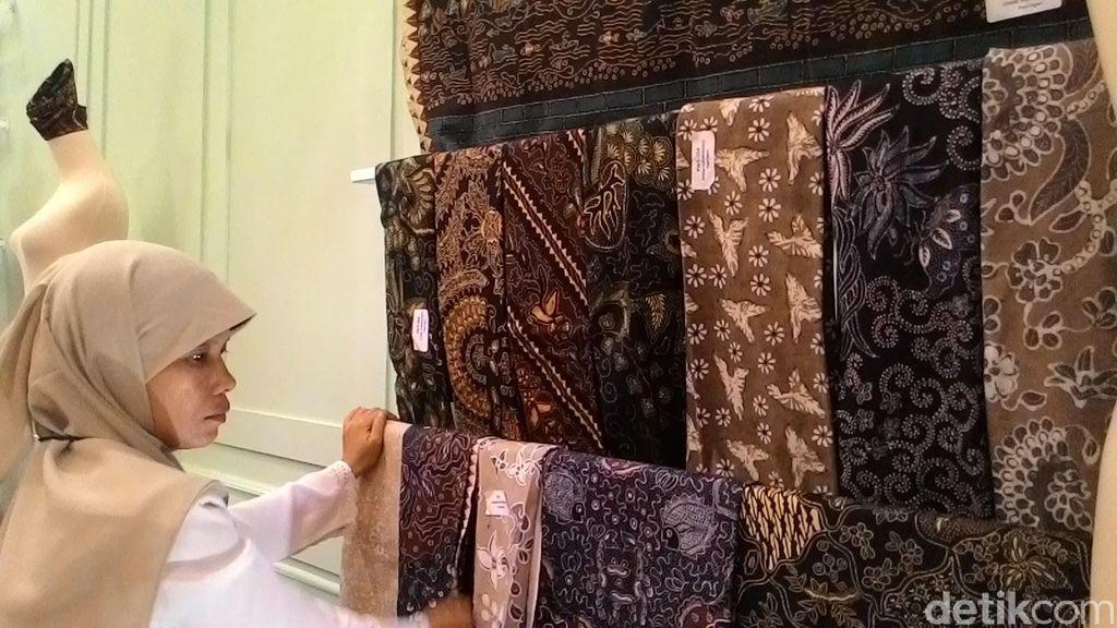 Bangga Indonesia, Coba Dekorasi Kamar Pakai Kain Batik dengan Tips Ini