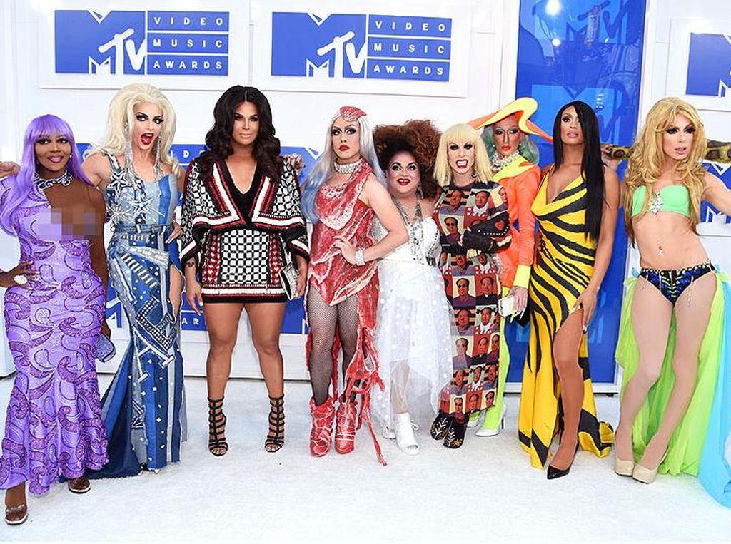 Ikuti Gaya Ikonik Selebriti, 9 Drag Queen Meriahkan MTV VMA 2016