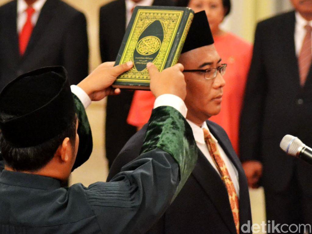 Jokowi Lantik Anggota KPU Hasyim Asyari