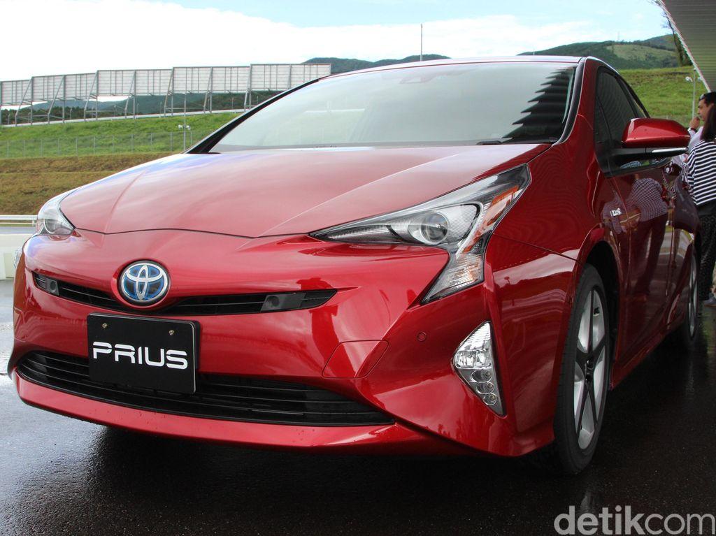 Prius PHEV Mengaspal di Jakarta dengan Harga Rp 800 Juta-an