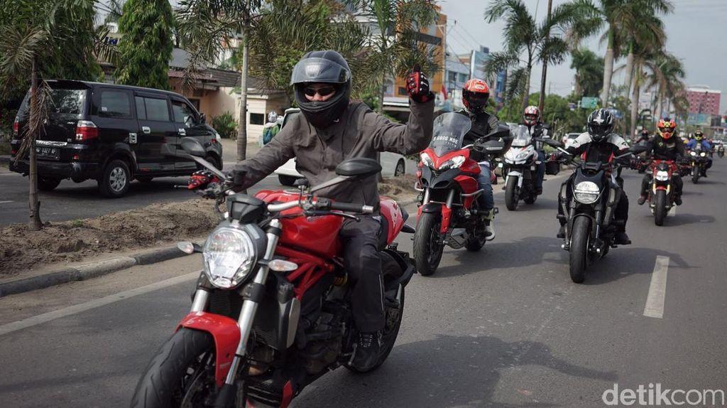 Ducatisti Indonesia dan Malaysia Turing di Sumatera