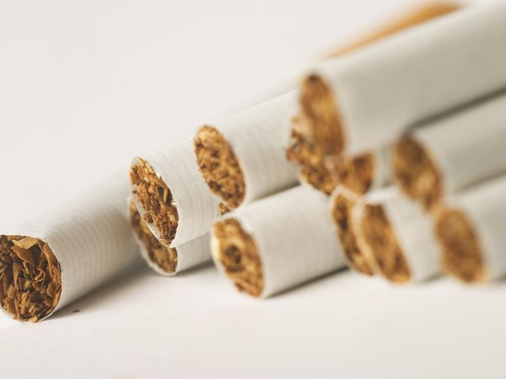 Pesan Dokter Paru: Demi Istri, Wahai Para Suami Berhentilah Merokok