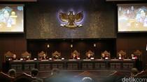Tak Terima Kecilnya Tunjangan Guru dan Dosen, Ahmad Mencari Keadilan ke MK