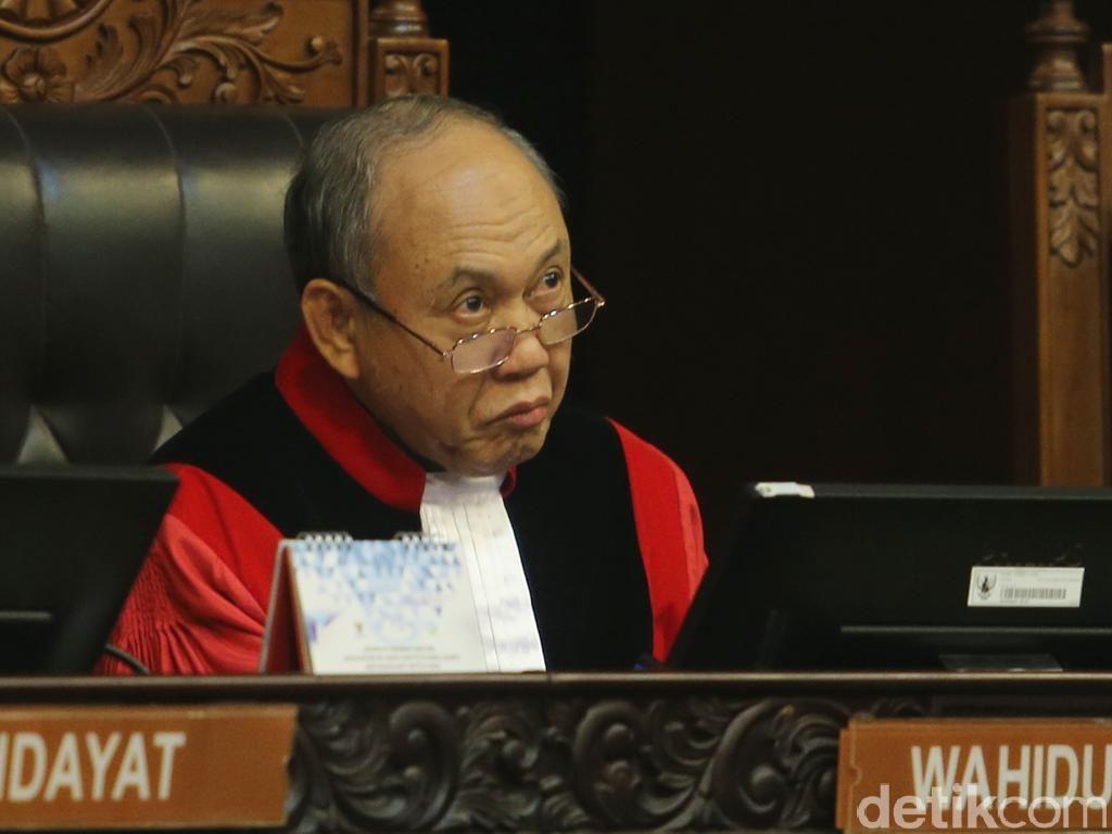 Hakim Konstitusi Wahiduddin Adams Sentil Jokowi soal Revisi UU KPK