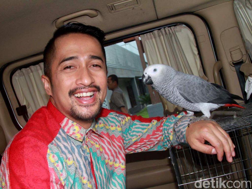 Irfan Hakim dan Burung Kesayangannya