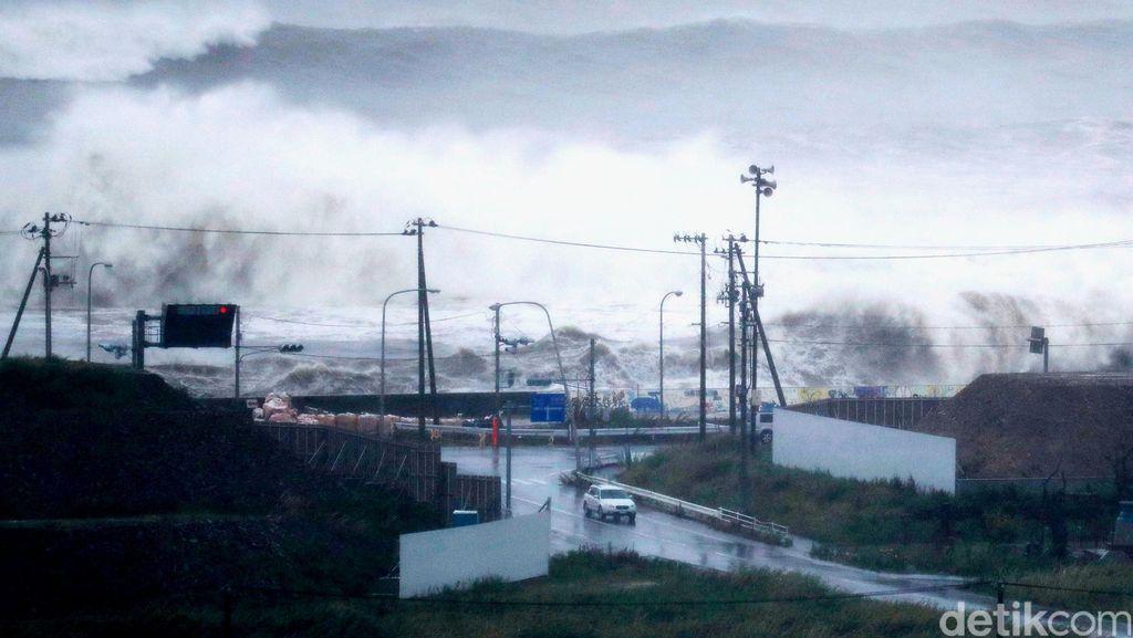 Topan Lionrock Terjang Jepang