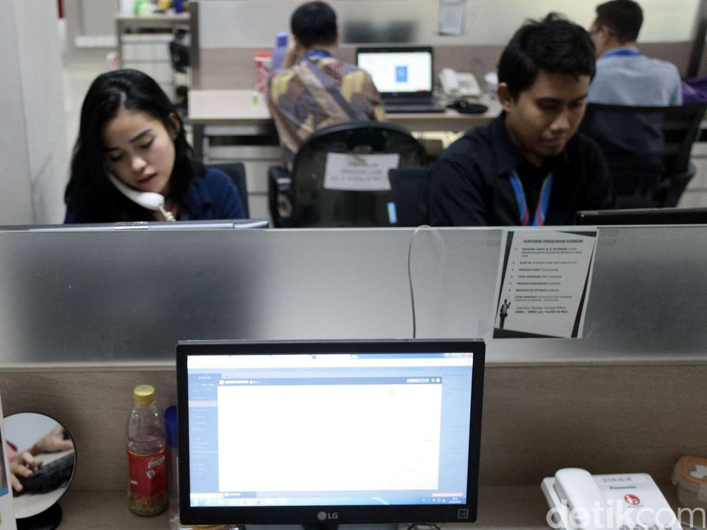 Sarjana Serbu Lowongan Kerja Customer Service di Smartfren