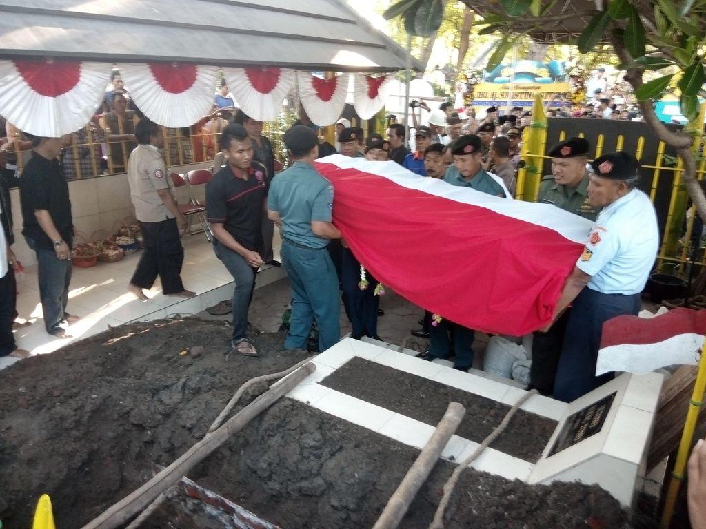 Jenazah Sulistina Dimakamkan di Samping Makam Bung Tomo