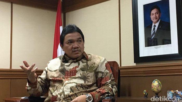 Anggota VII Badan Pemeriksa Keuangan (BPK RI) yang juga Presiden Madura United Achsanul Qosasih menjadi kandidat komisaris PT Liga Indonesia Baru.  (detikSport)