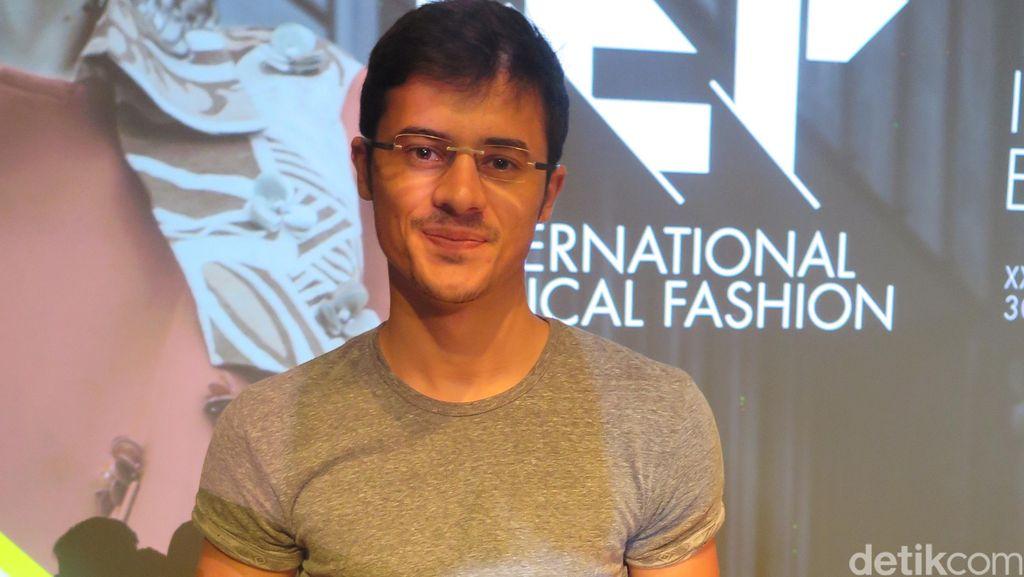 Prihatin Banyak Sampah, Alumnus UGM asal Prancis Olah Ban Bekas Jadi Sepatu