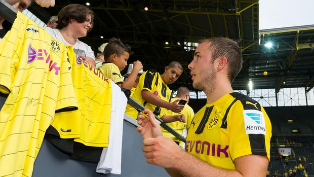 German Bundesliga first division football club Borussia Dortmund's Mario Goetze signs autographs on August 13, 2016 at Signal-Iduna-Park in Dortmund.  / AFP PHOTO / dpa / Guido Kirchner / Germany OUT