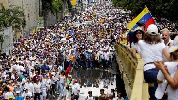 Aksi demonstrasi menuntut pengunduran diri Presiden Nicolas Maduro.
