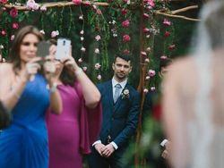 Resepsi Pernikahan New Normal Hanya Boleh Salam Namaste