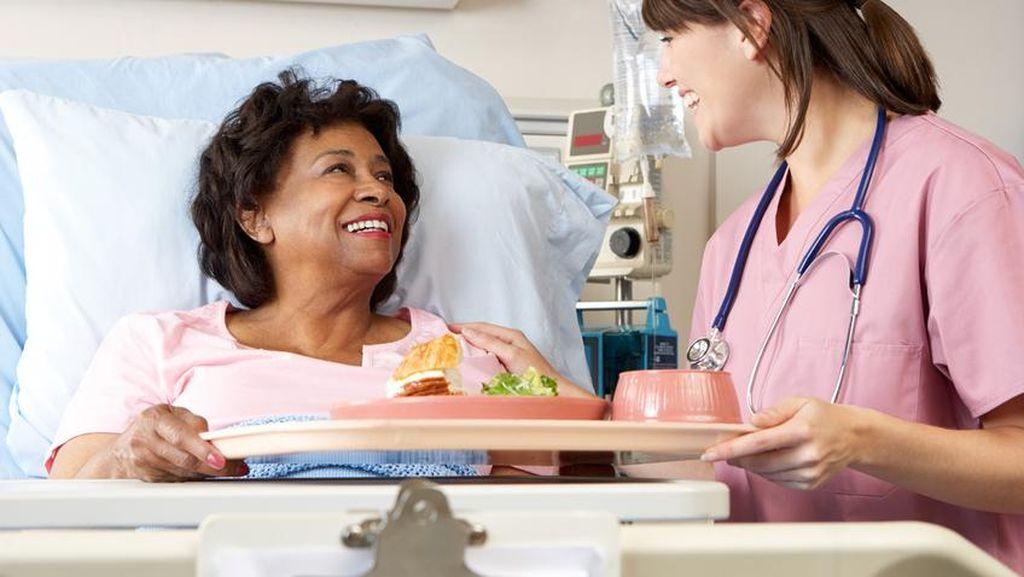 Kualitas dan Rasa Makanan Selalu Dievaluasi Agar Sesuai Selera dan Kebutuhan Pasien