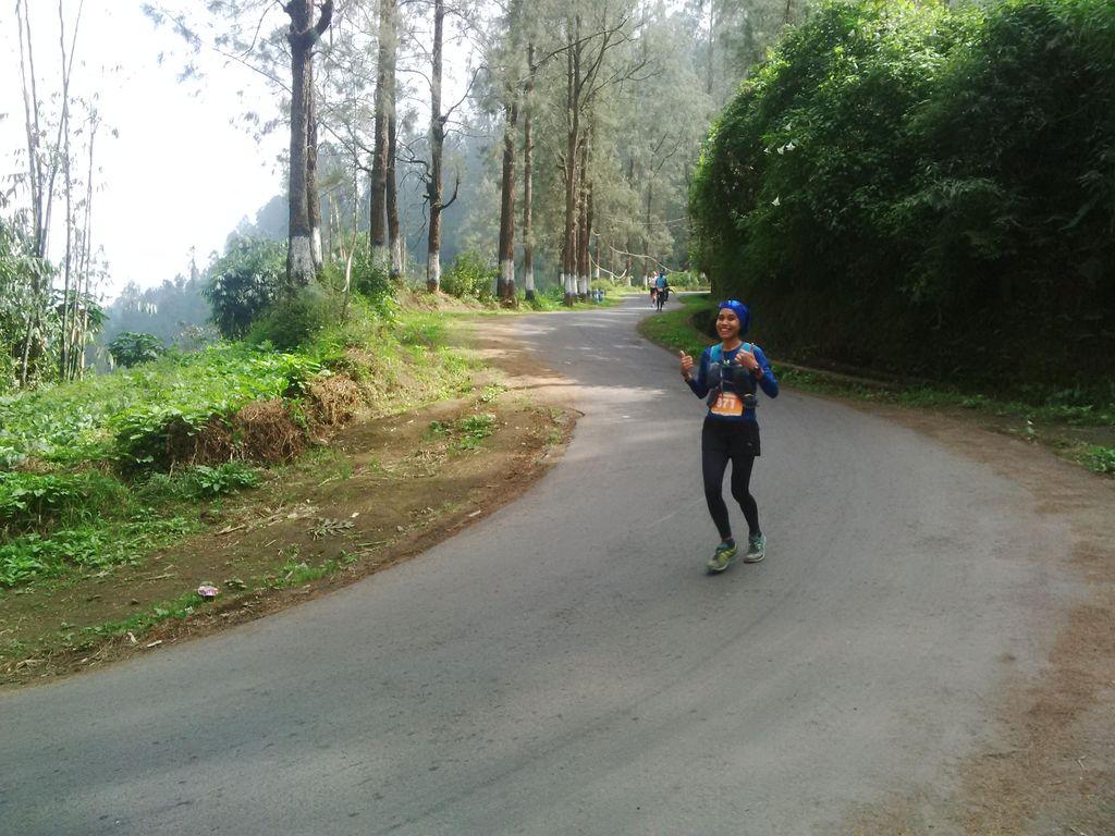 Pemandangan Indah yang Membayar Rasa Lelah Para Pelari Bromo Marathon