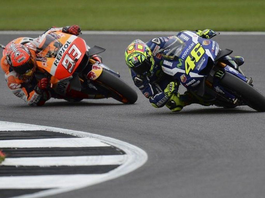 Ini Detik-detik Rossi dan Marquez Nyaris Tabrakan di MotoGP San Marino