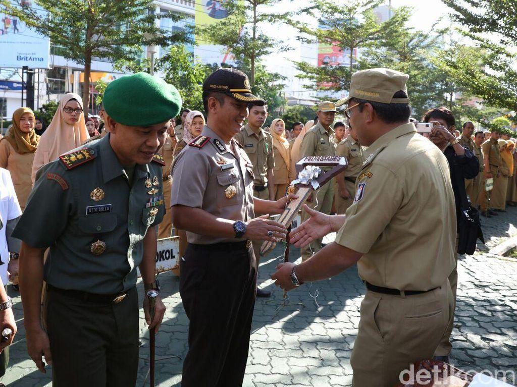 Atasi Begal, Wali Kota Makassar Pinjamkan 46 Motor Trail ke TNI-Polri
