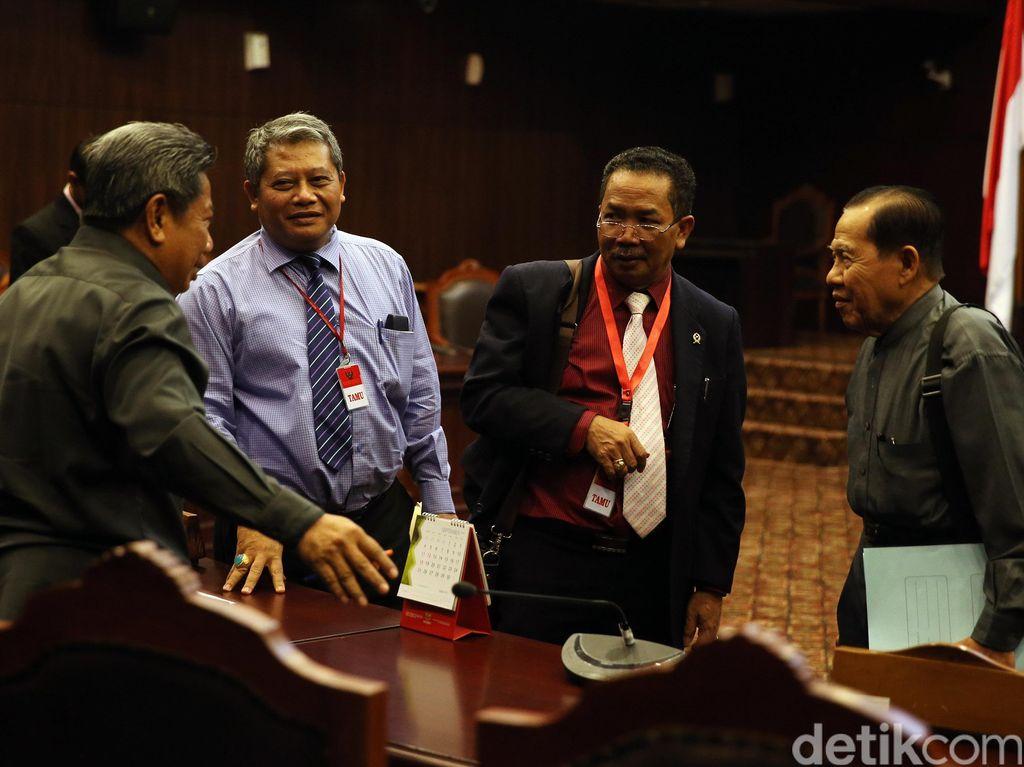 Natabaya Bersaksi di Uji Materi Hakim Agung Non Karier