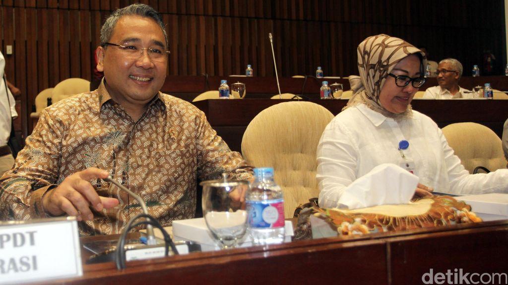 Mendes Rapat Kerja dengan Komisi V DPR