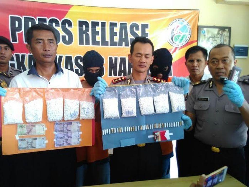 Polisi Sita 10 Ribu Butir Pil Lexotan dari Penumpang Bus