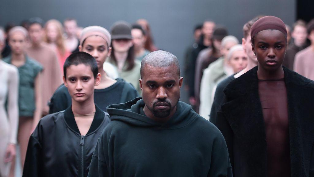 Kanye West Semakin Depresi Kenang Ibunya yang Telah Meninggal