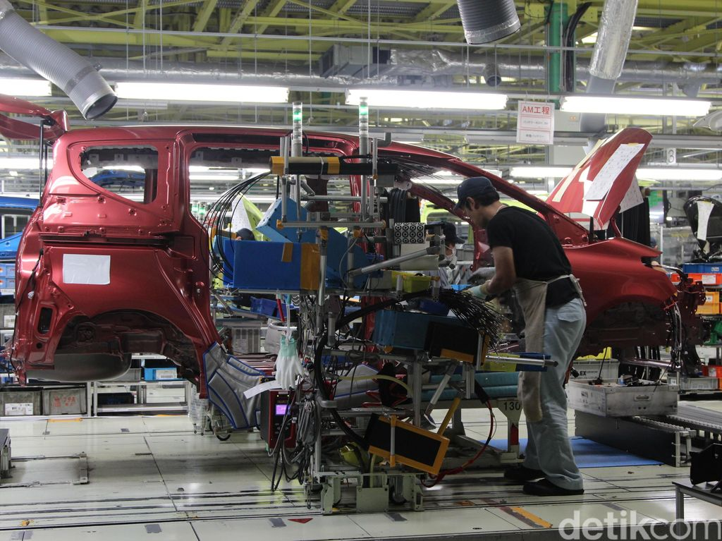 Komitmen Toyota Lahirkan Mobil Listrik di Indonesia