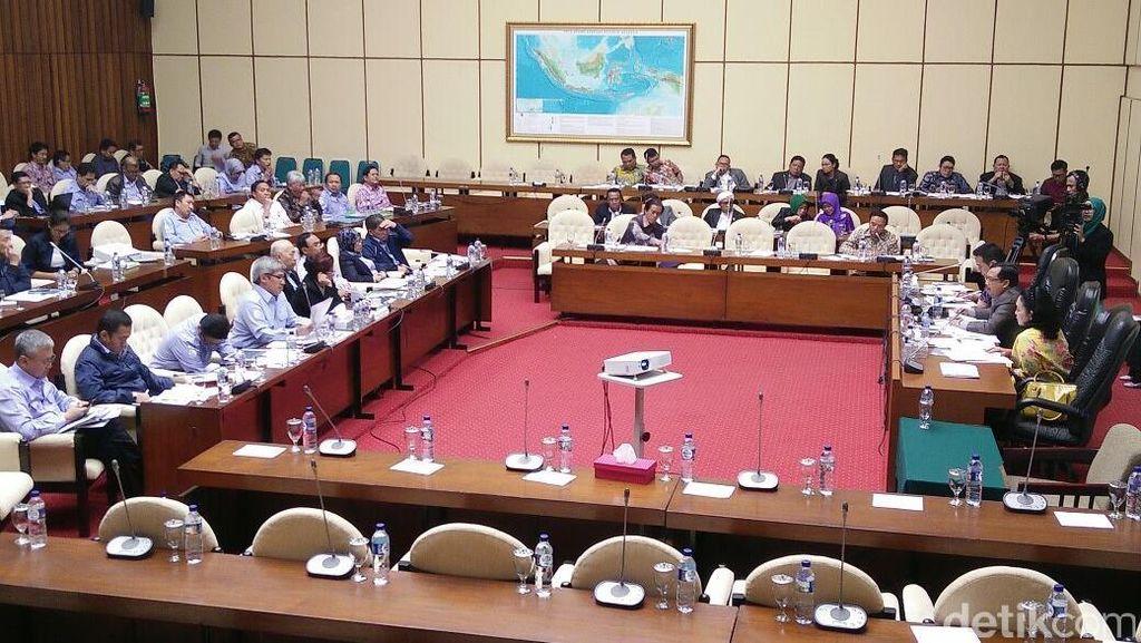 Rapat dengan DPR, Susi Bahas Anggaran Sampai Bajak Laut