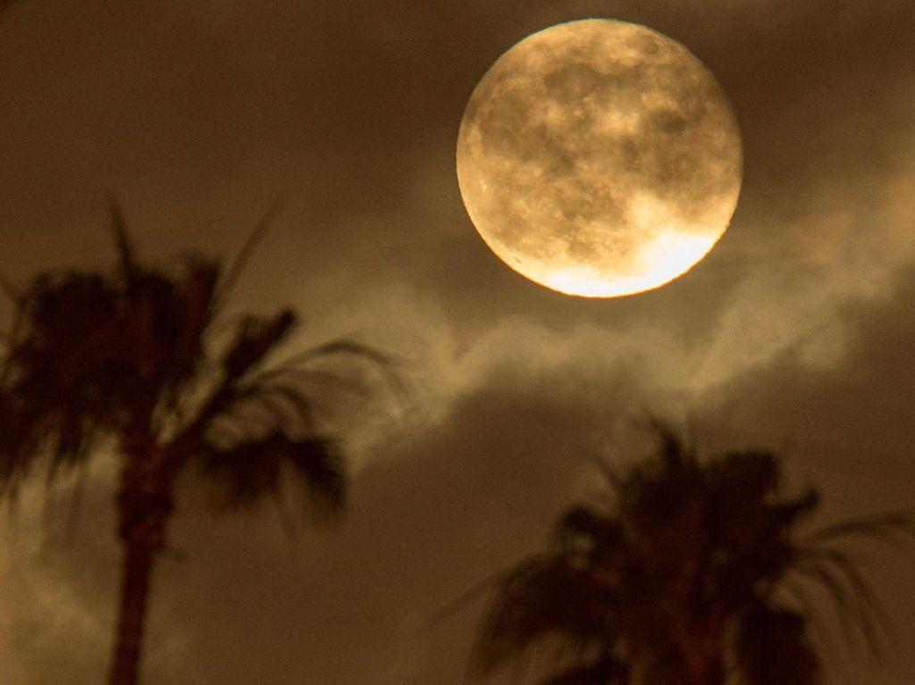 Bulan Punya Siapa