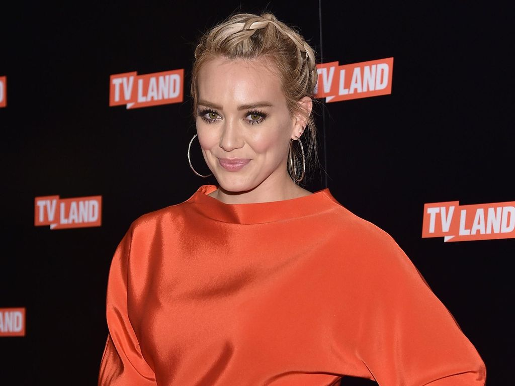 Hilary Duff Mengaku Jijik Pernah Minum Smoothie Dari Plasenta Bayinya
