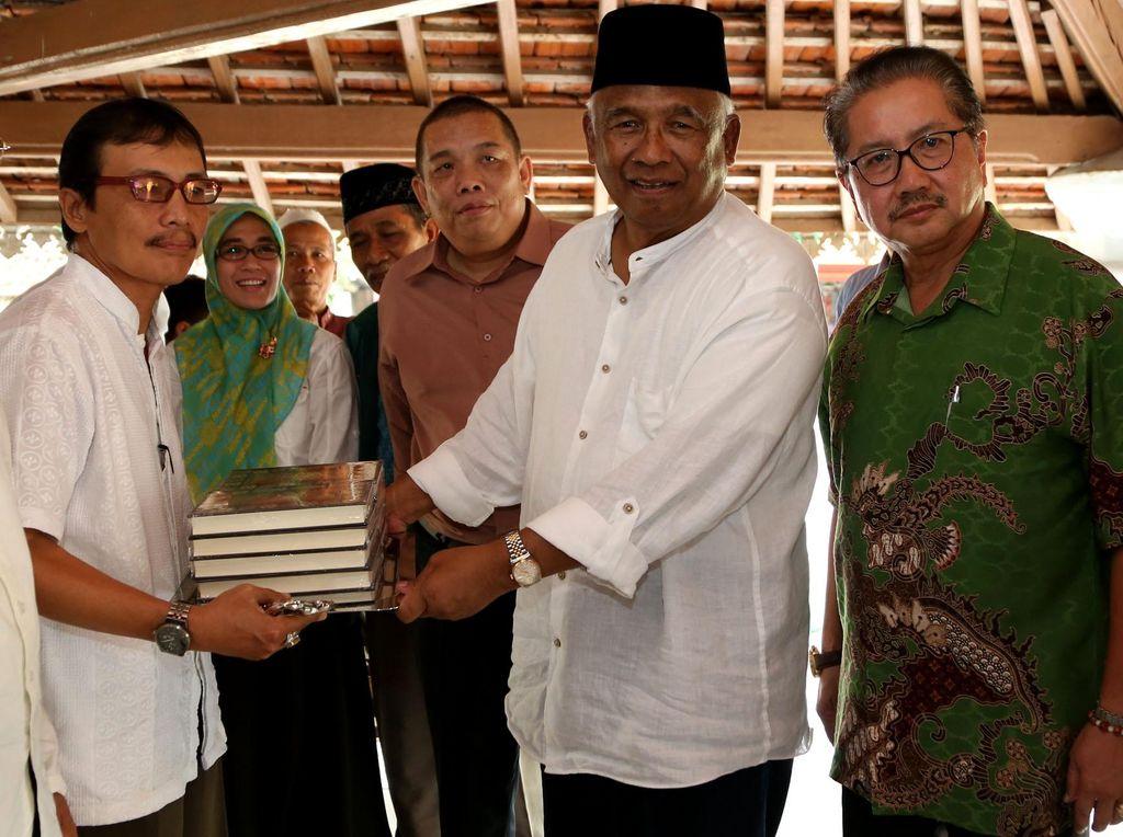 Wakaf Alquran di Pandeglang Banten