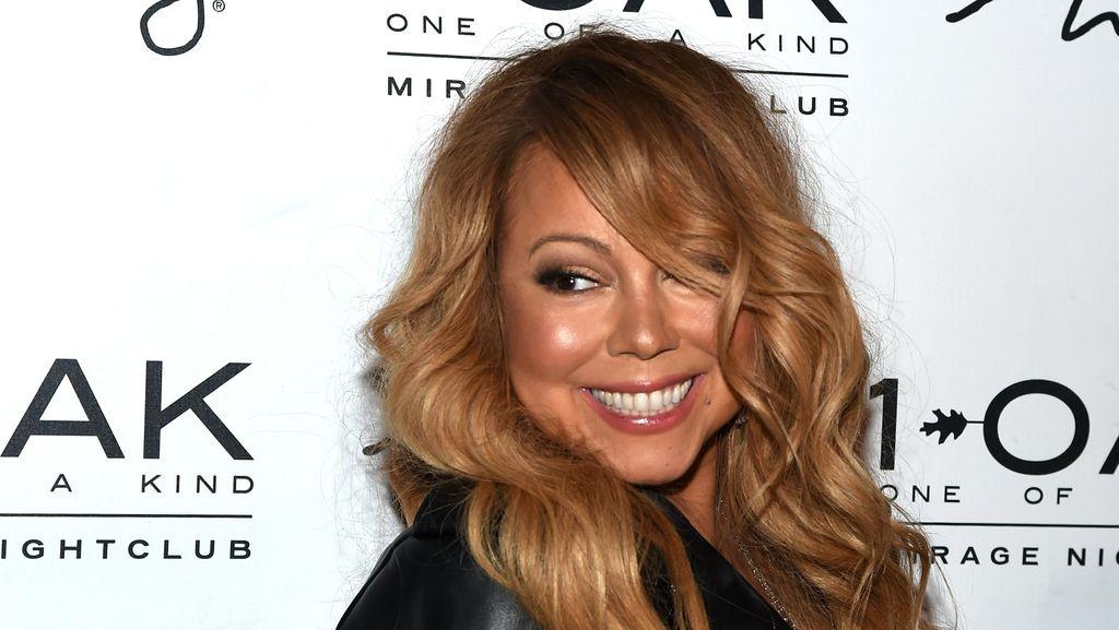 Hanya Untuk Pakai Sepatu, Mariah Carey Perlu 4 Orang Untuk Membantunya