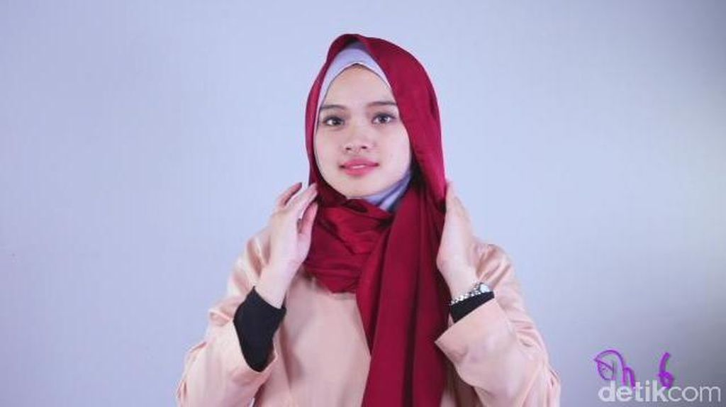 Tutorial Hijab Berbahan Licin yang Mudah dan Praktis