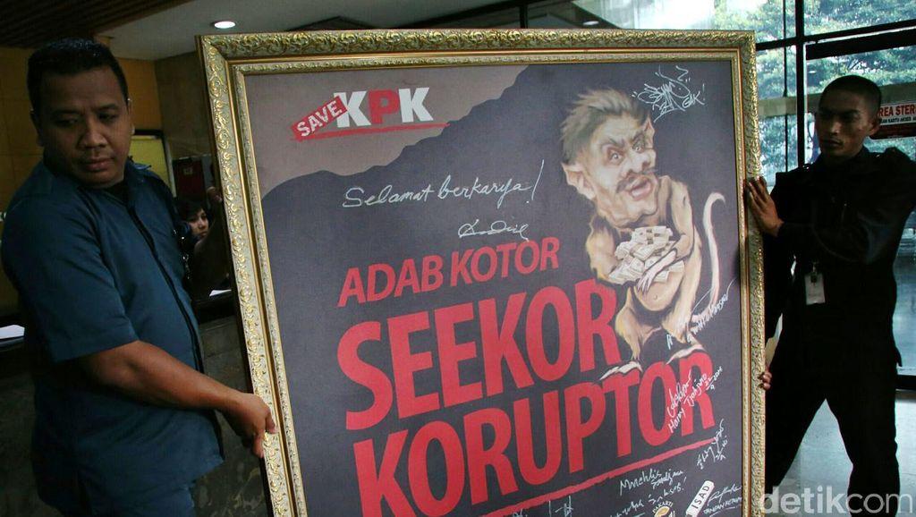 Aktivis Serahkan Lukisan Koruptor ke KPK