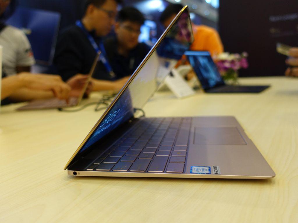Zenbook 3 Diklaim Menang Segalanya dari MacBook Air