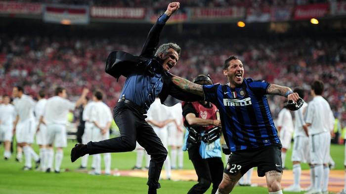 MADRID, SPAIN - MAY 22:  Head coach Jose Mourinho (L) and Marco Materazzi of Inter Milan celebrate their teams victory at the end of the UEFA Champions League Final match between FC Bayern Muenchen and Inter Milan at the Estadio Santiago Bernabeu on May 22, 2010 in Madrid, Spain.  (Photo by Shaun Botterill/Getty Images)