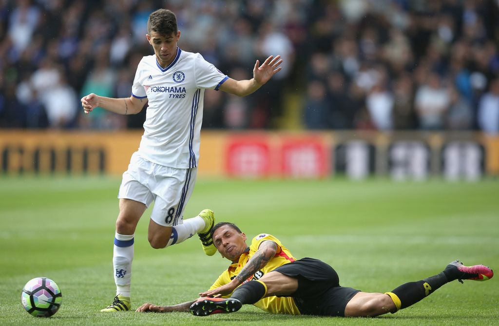 WATFORD, ENGLAND - AUGUST 20: Oscar of Chelsea is tackled by Craig Cathcart of Watford during the Premier League match between Watford and Chelsea at Vicarage Road on August 20, 2016 in Watford, England.  (Photo by Steve Bardens/Getty Images)