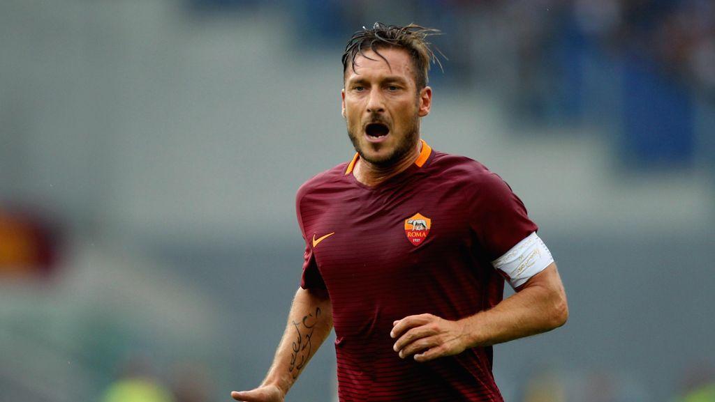 Totti kepada Ultras Roma: Kembalilah ke Olimpico