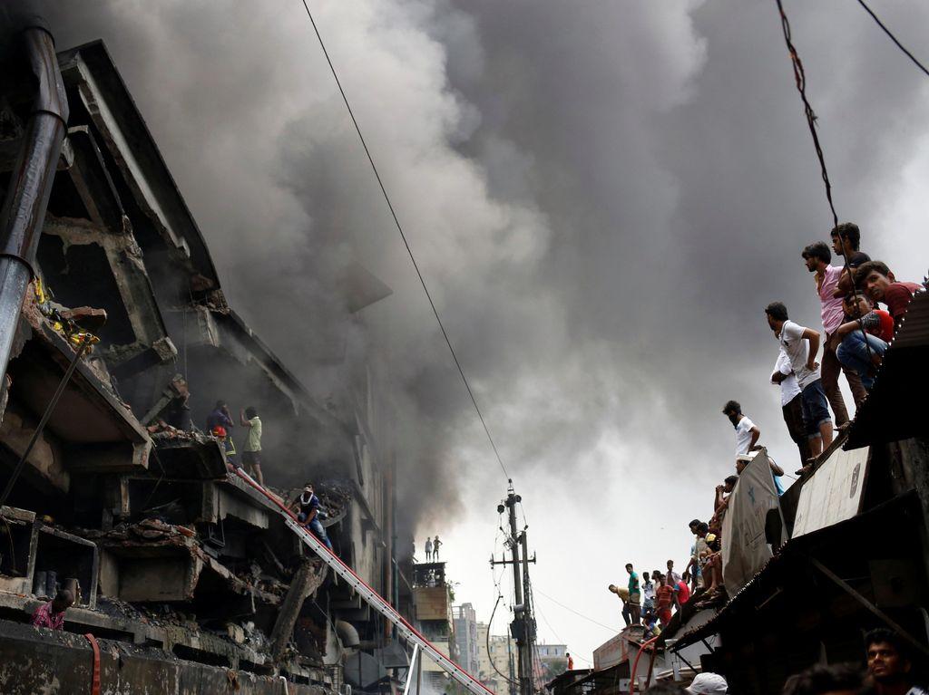Pabrik Rokok di Bangladesh Ludes Terbakar
